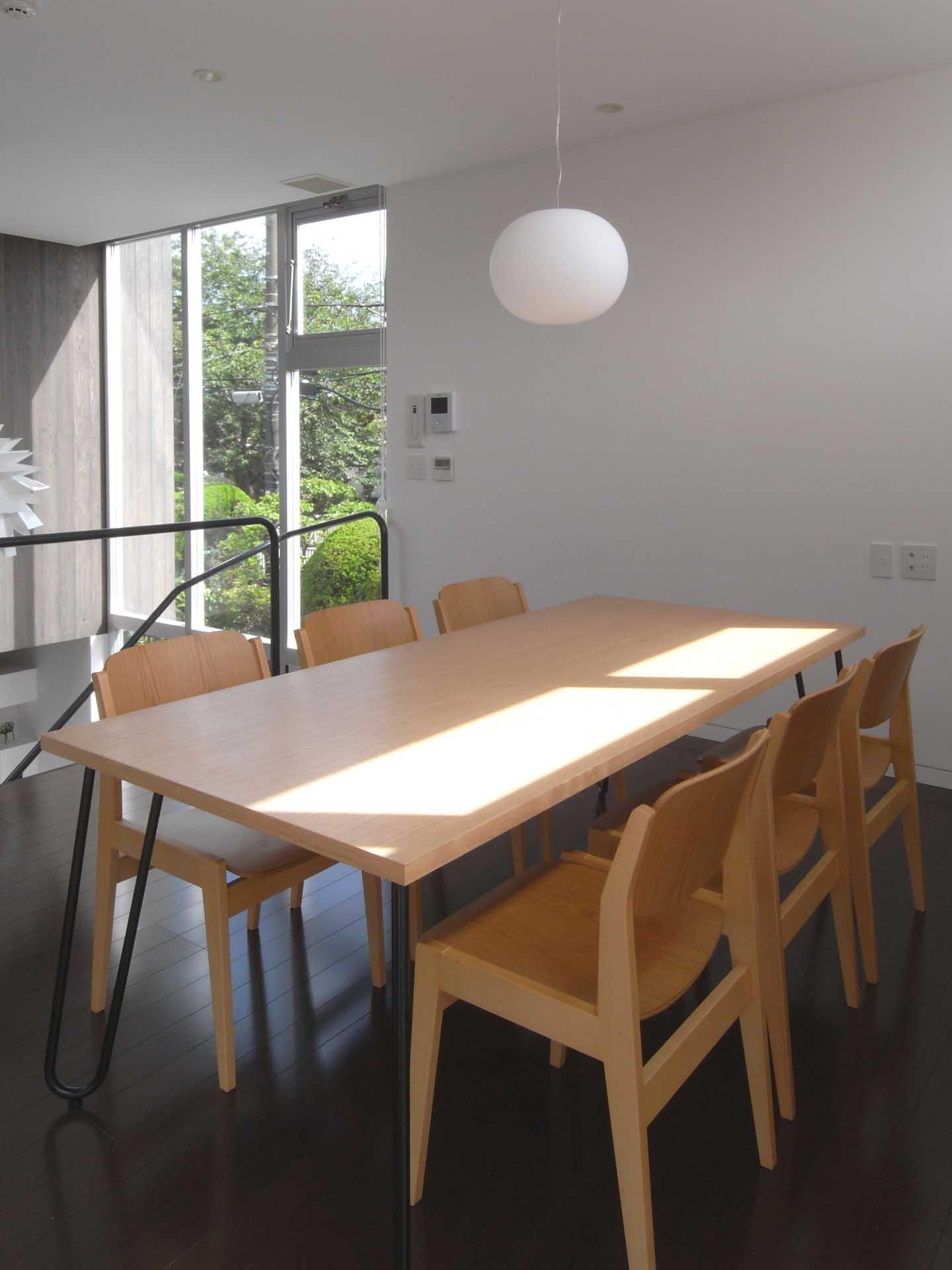 ダイニングテーブル(七里ヶ浜の家)
